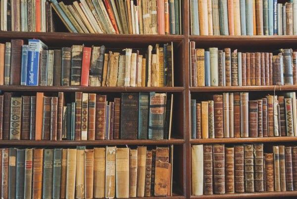 売買ルールの開発に役立つ本棚